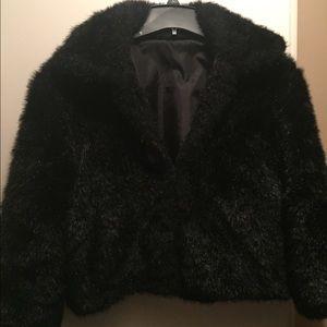 Jackets & Blazers - 🎀🎀Like new black faux fur shrug.🎀🎀