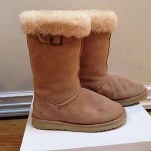 Neiman Marcus Shoes - 🎀REDUCED🎀 Ugg Style Boots.