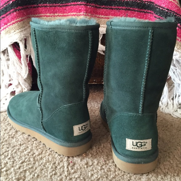 09831cc6377 Women's UGG forest green classic short