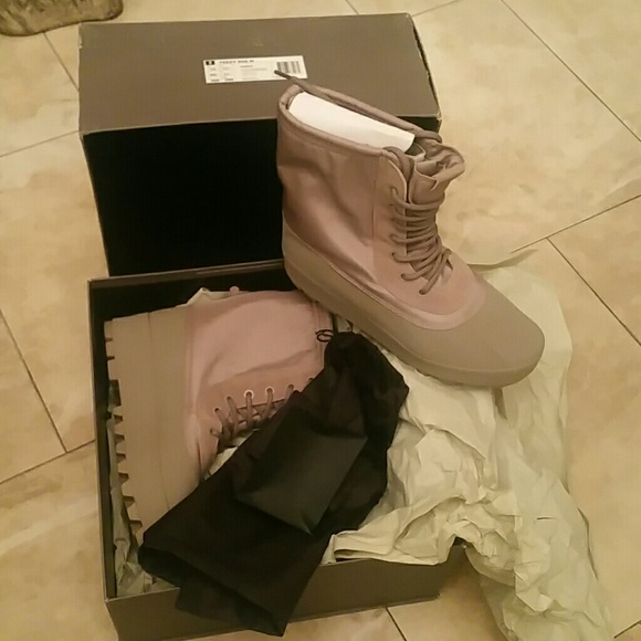 20d5cee7dae AUTHENTIC YEEZY 950 M SIZE 12 MENS NWT