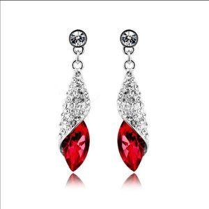Jewelry - Rhinestone teardrop earring