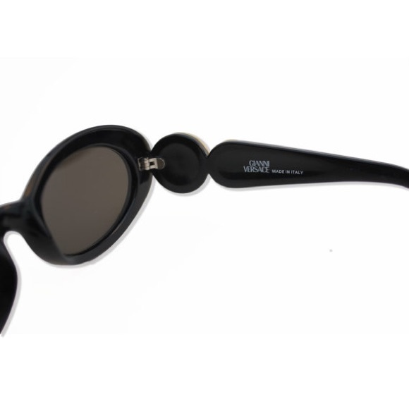49817e1cfa 38% off Versace Accessories - Vintage Gianni Versace Gold Medusa Sunglasses  from Elbanc  39