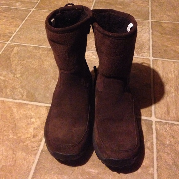 Creative Bean Shoes  ISO WOMENS LL BEAN DUCK BOOTS SIZE 657
