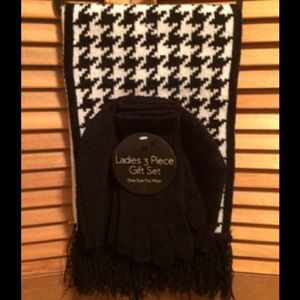 Houndstooth and Black Scarf, Hat and Glove Set