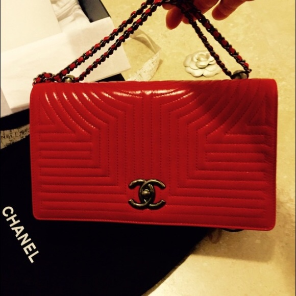 Looks - Chanel Newest bag pictures video