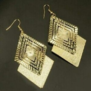 Shiny Diamond Shape Gold  Earrings