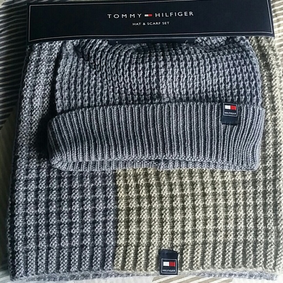 5736292ba9e3c NWT Tommy Hilfiger Beanie Hat   Winter Scarf Set