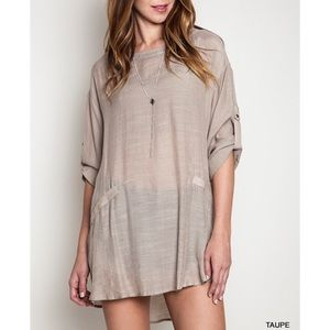 """Wild Roses"" Linen Tabbed Sleeve Tunic Top"