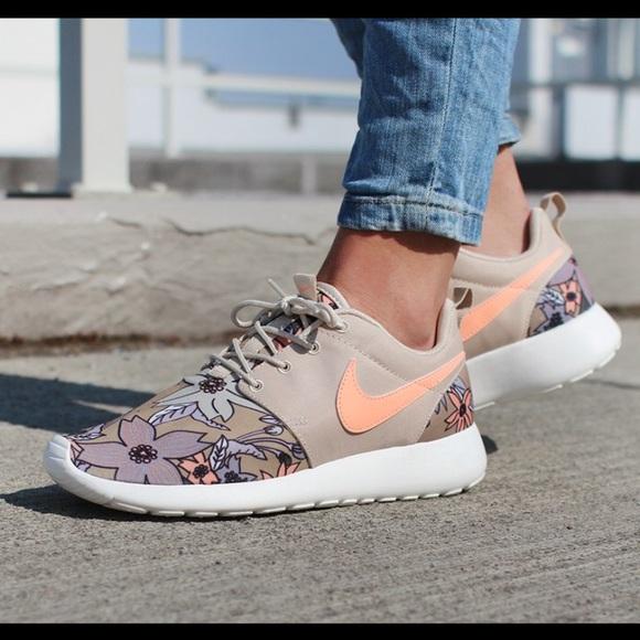 33e30e44a696f6 Nike roshe print premium floral beige tan coral