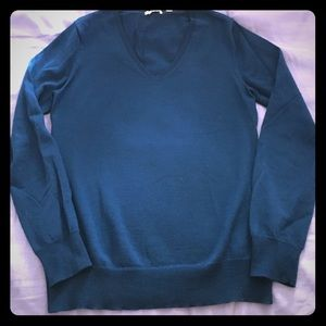 Lightweight wool turquoise v-neck sweater
