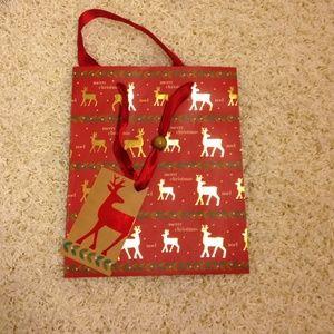 a84e1e2949 von maur Bags - Von Maur gift bags