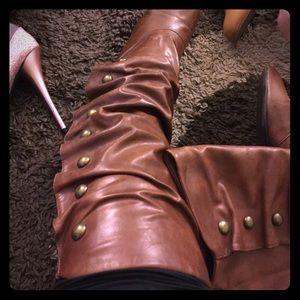 Brown boots ✨FREE✨ read details below👇🏽