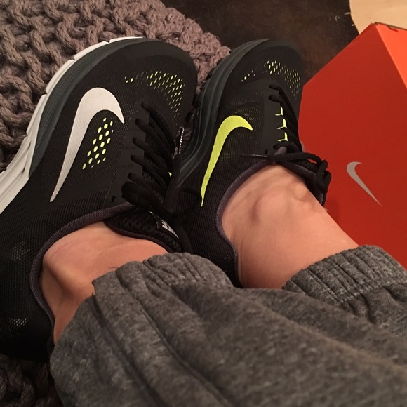 nike Air Max Tavas Carbon Green   Nike air max, Jordan shoes