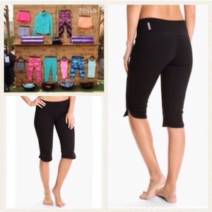 Zella Pants - NEW!  Zella 'live-in' slim fit knee capris- black