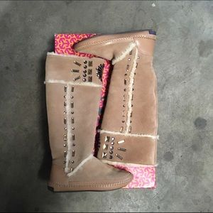 Tory Burch Shoes - Tory burch Beige Embellished Shearling Lined Boot