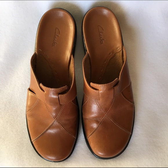 CLARKS Brown Tan Leather Mules / Clogs Size 8