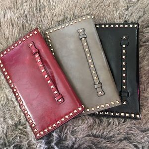 Studded clutch with hand strap
