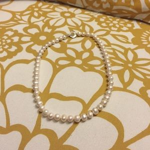 Jewelry - Stunning large pearl necklace