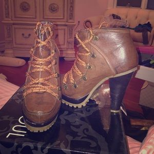 High heal booties leather