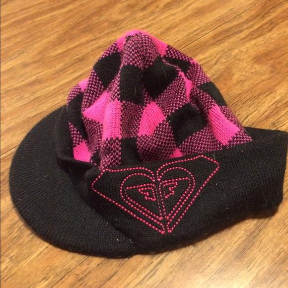 Super cute Roxy pink black winter hat w  brim. M 5679ccc36d64bcfedd013126 9d7e0e286657
