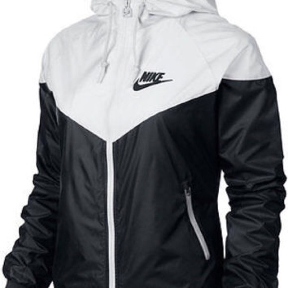 87046eababe0 Nike wmns medium two tone windbreaker. M 567a290a4e6748b8aa0191d9