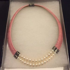 Pink leather and pearls necklace