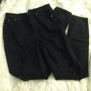 NEW WITH TAGS RIPPED SKINNY JEANS