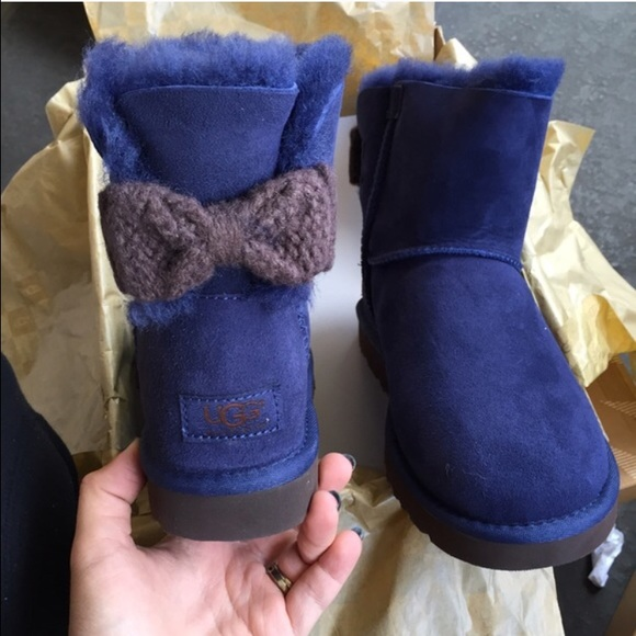 UGG authentic mini Bailey knit bow navy boots Sz 7