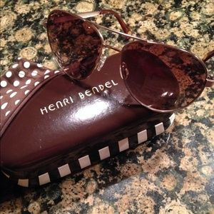 henri bendel Accessories - Authentic Henri Bendel Sunnies