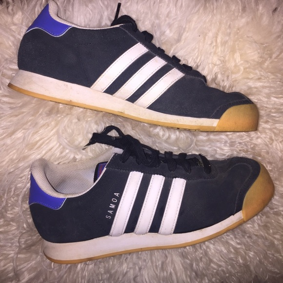 pretty nice 8cbda 08ad7 Adidas Shoes - Adidas Samoa Black   white classic 3 stripe shoes