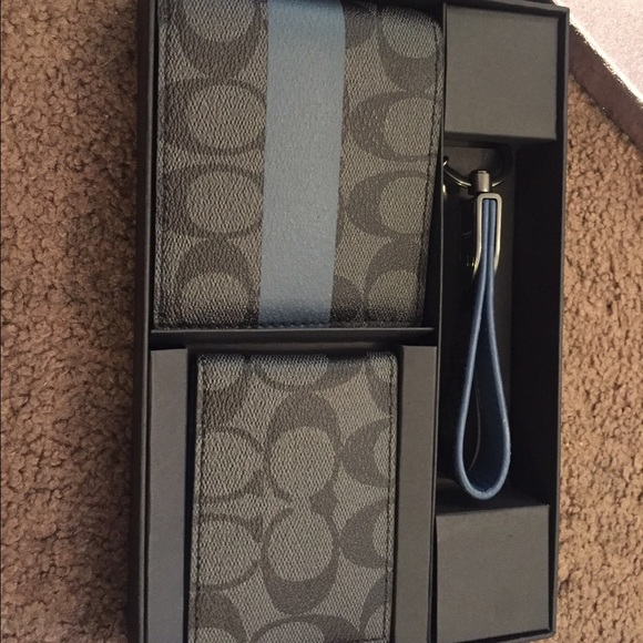 68d0d36f01 Men's coach set. Large& small wallet & keychain. NWT