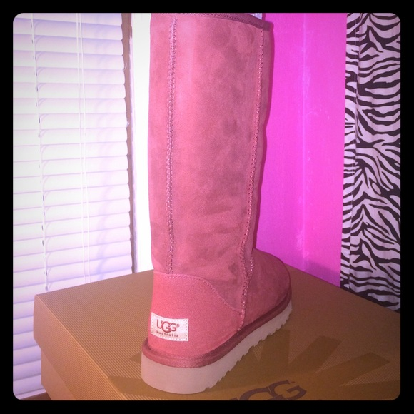 adc40c5c154 Tall Red UGG Boots