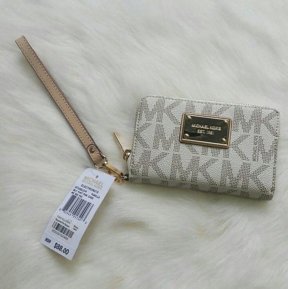 a319efe40f2e FINAL SALE!! NWT- Michael Kors Wallet Wristlet