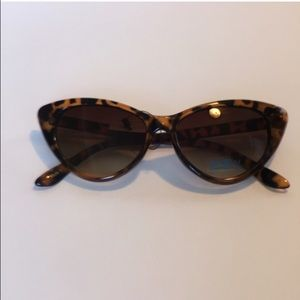 Animal print cateye sunglasses