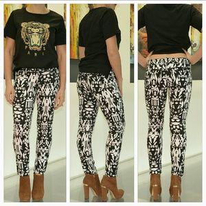 Almost Famous Pants - 💋SALE💋🆕ALMOST FAMOUS B/W geometric print pants
