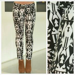🌟🆕ALMOST FAMOUS B/W geometric print pants