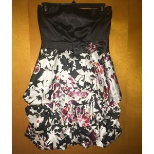 Trixxi Dresses & Skirts - Mini dress😍💗