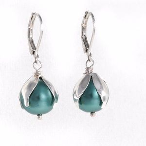 Jewelry - Hand made earring with mineral stone