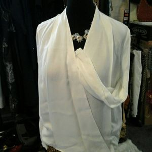 Sweet, summer glow, essential,  perfect white top!