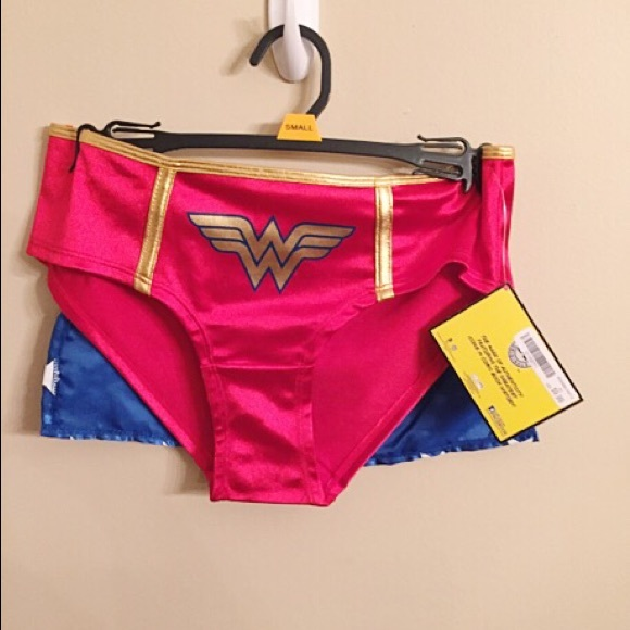 marketable dependable performance great prices NWT - Wonder Woman underwear with cape