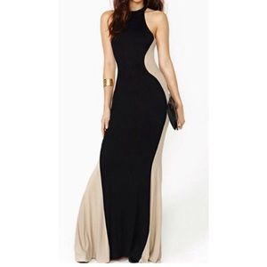 Dresses & Skirts - Curve enhancing maxi dress beige & black
