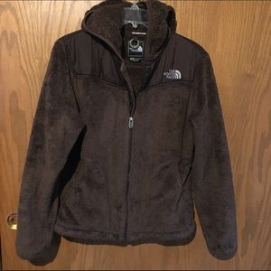 a39a26139 Dark brown fuzzy north face fleece with hood