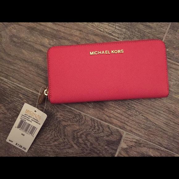f3ca1dc5ab9 Michael Kors Jet Set Continental Travel Wallet