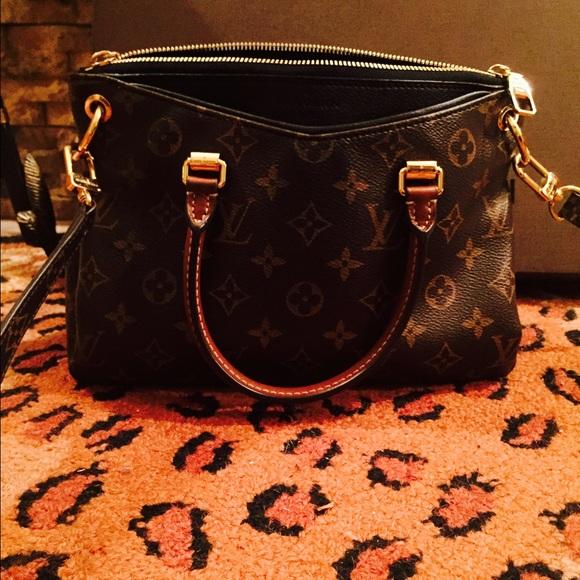69de0a02a1b2 Louis Vuitton Handbags - Louis Vuitton Pallas BB Mono Noir