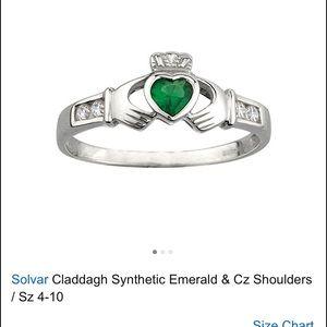 Solvar Jewelry - Solvar claddagh ring with emerald stone