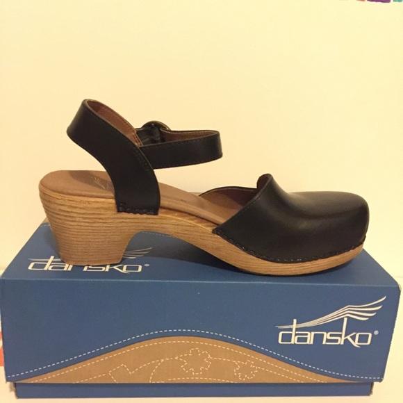 5d7c267c2a4e Dansko Shoes - NEW DANSKO MAISIE CLOGS IN SIZE 38 7.5-8