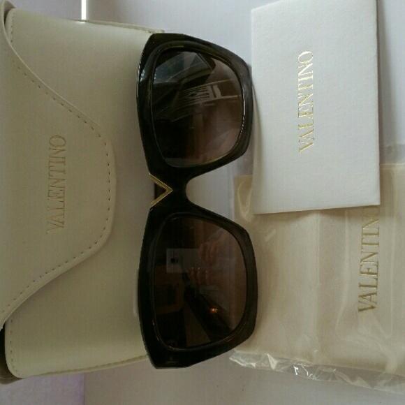 9e9d536663 Valentino Women s V665S Rectangular Sunglasses