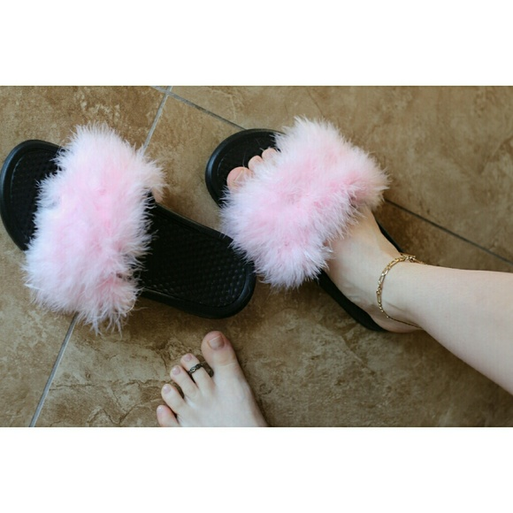 Clueless Nike Princess Fuzzy Slides 7c6eb9634
