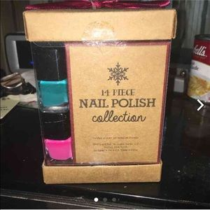 Set of 14 nail polishes!