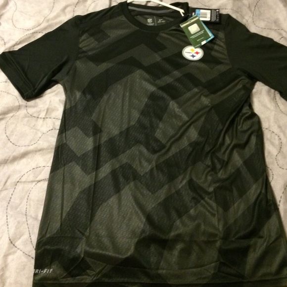 Adult medium nike pittsburgh steelers shirt poshmark for Adult medium t shirt